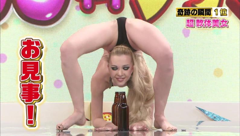 【放送事故画像】テレビで大開脚!その結果股間を激写される女達www 03