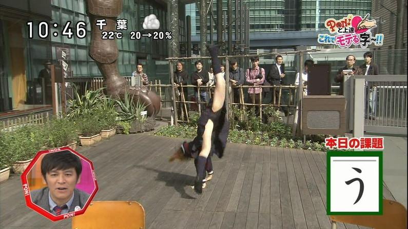 【放送事故画像】テレビで大開脚!その結果股間を激写される女達www 18
