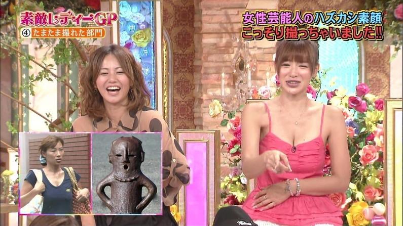 【放送事故画像】オッパイを武器とする女性タレントの胸の露出の仕方がエロすぎるww 20