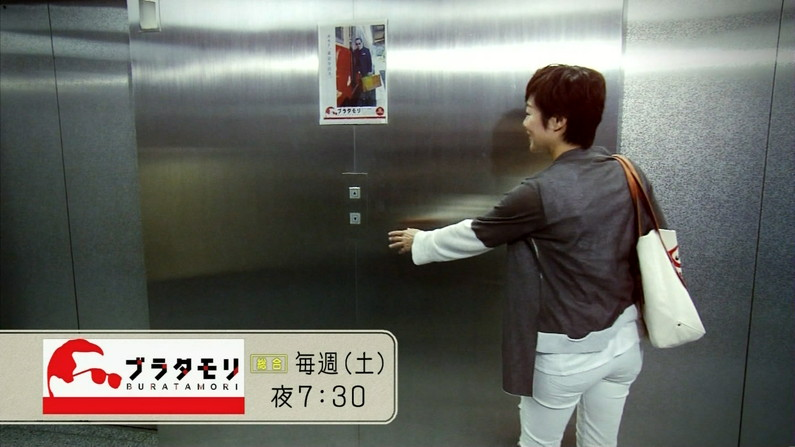 【放送事故画像】女子アナがピッタリしたパンツ履いてお尻のラインが丸分かりww 03