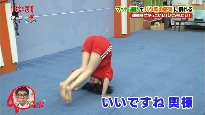 【放送事故画像】女子アナがピッタリしたパンツ履いてお尻のラインが丸分かりww 07