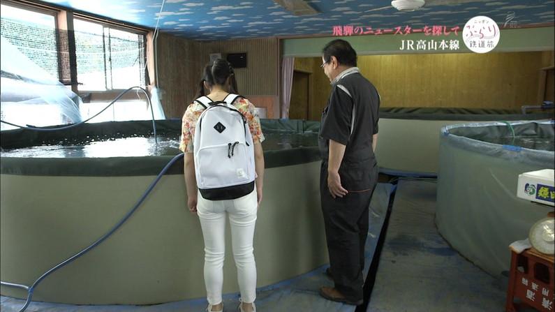 【放送事故画像】女子アナがピッタリしたパンツ履いてお尻のラインが丸分かりww 10
