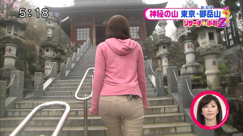 【放送事故画像】女子アナがピッタリしたパンツ履いてお尻のラインが丸分かりww 11