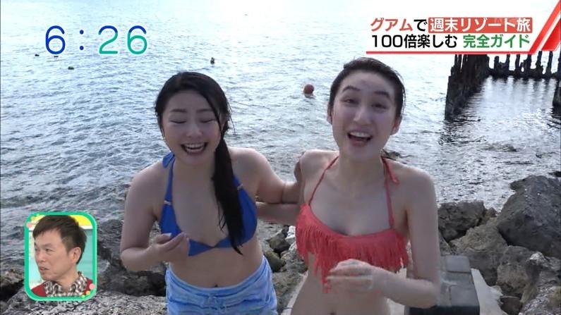 【放送事故画像】水着とかいう局部しか隠さないエロい姿でテレビに映る女達www 11