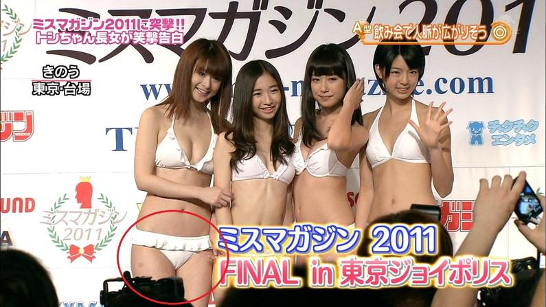 【放送事故画像】水着とかいう局部しか隠さないエロい姿でテレビに映る女達www 12