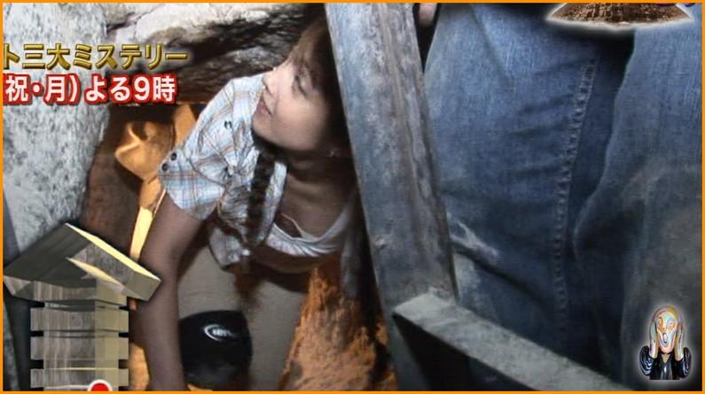 【放送事故画像】見てたら思わず吸い込まれそうになるオッパイの谷間 13