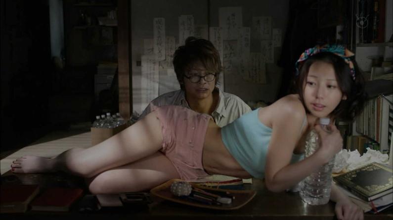 【お宝エロ画像】できるなら一人の時に隣にティッシュ用意して見たい濡れ場やベッドシーンww 16