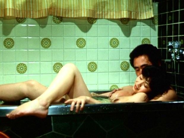 【お宝エロ画像】できるなら一人の時に隣にティッシュ用意して見たい濡れ場やベッドシーンww 20