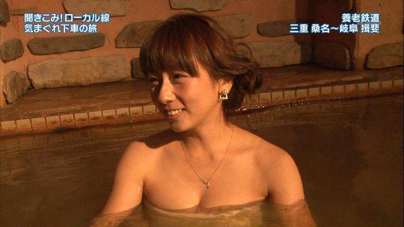 【放送事故画像】テレビでバスタオル一枚で映ると言うポロリ狙いな温泉レポww 06