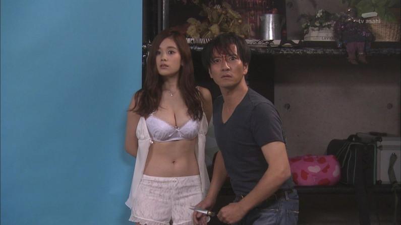 【放送事故画像】テレビで下着紹介するモデルのオッパイがエロすぎてもはや下着なんかどぉでもいいww 12