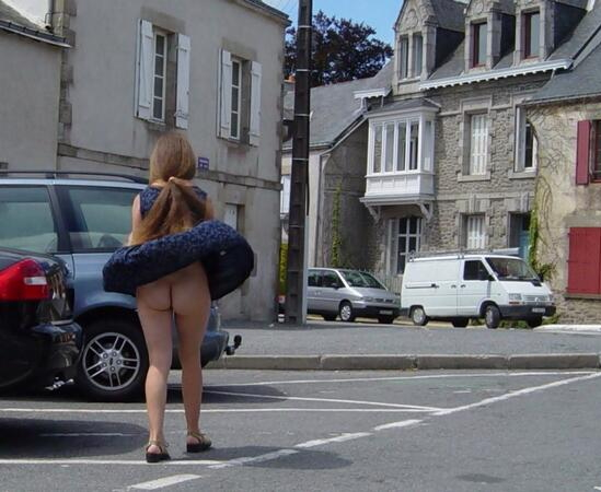 【パンチラ画像】強風注意報ならぬパンチラ注意報w見事にパンチラしちゃった女達ww 23