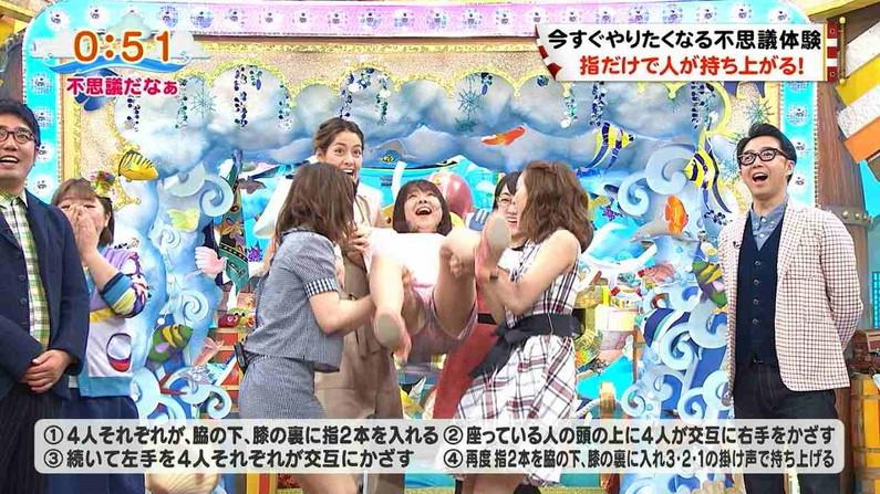 【放送事故画像】テレビで股間を挑発してくる有名人達のあざといパンチラww 02