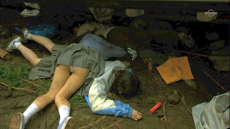 【放送事故画像】テレビで股間を挑発してくる有名人達のあざといパンチラww 04