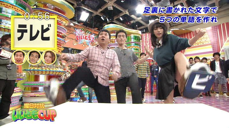 【放送事故画像】テレビで股間を挑発してくる有名人達のあざといパンチラww 09