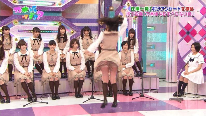 【放送事故画像】テレビで股間を挑発してくる有名人達のあざといパンチラww 23
