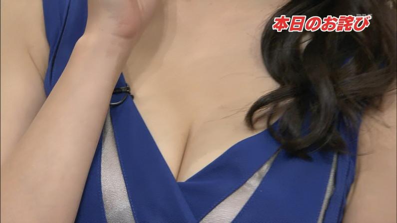 【放送事故画像】テレビに映る深い女の谷間に飛び込みたくなってくる画像www 18
