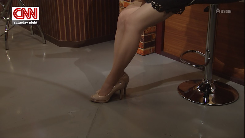 【放送事故画像】芸能人が肉付きのいいエロい太もも露出しすぎてお尻まで見えそうww 02