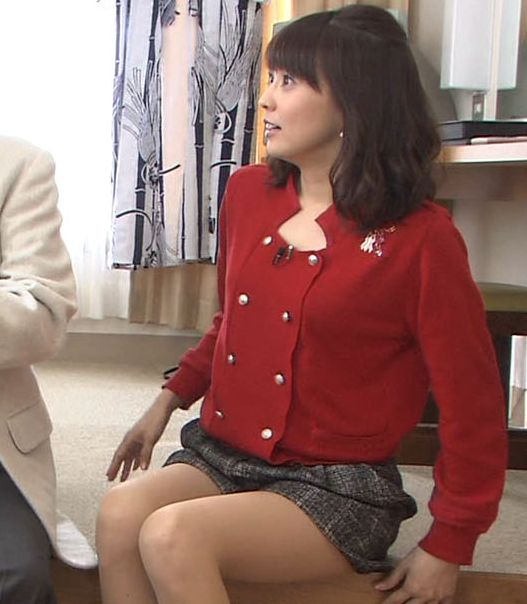【放送事故画像】芸能人が肉付きのいいエロい太もも露出しすぎてお尻まで見えそうww 20