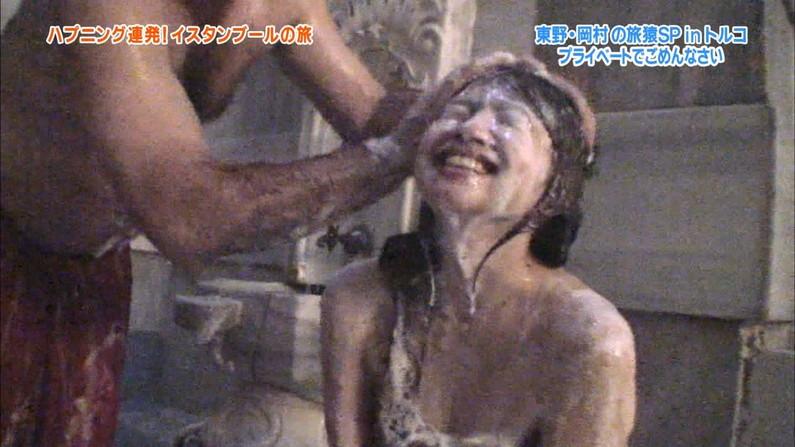【放送事故画像】マンちら、ポロリに期待のかかる温泉レポ!何も無くても十分エロいけどww 24