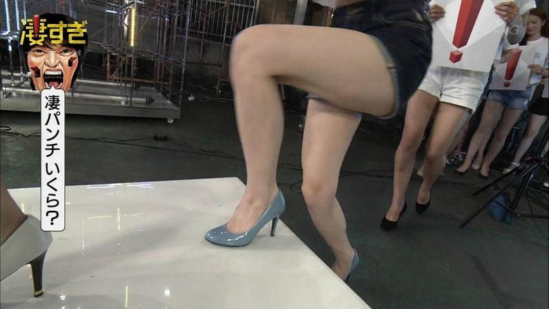 【放送事故画像】このムチムチでエロい足を舐め回したくならないかい?ww 11