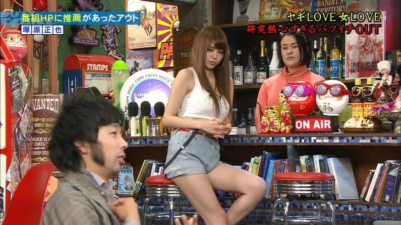 【放送事故画像】このムチムチでエロい足を舐め回したくならないかい?ww 19