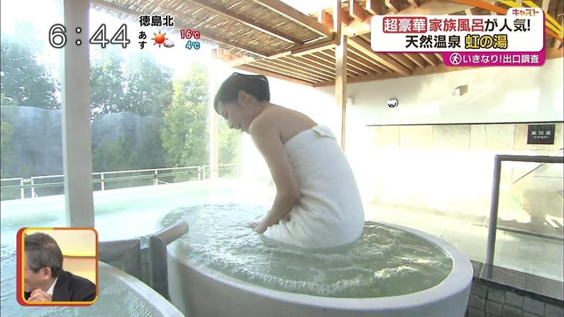 【放送事故画像】巨乳美女達がテレビの前で風呂に入る姿がエロすぎてたまらんww