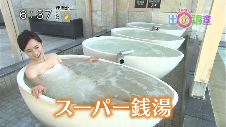【放送事故画像】巨乳美女達がテレビの前で風呂に入る姿がエロすぎてたまらんww 12