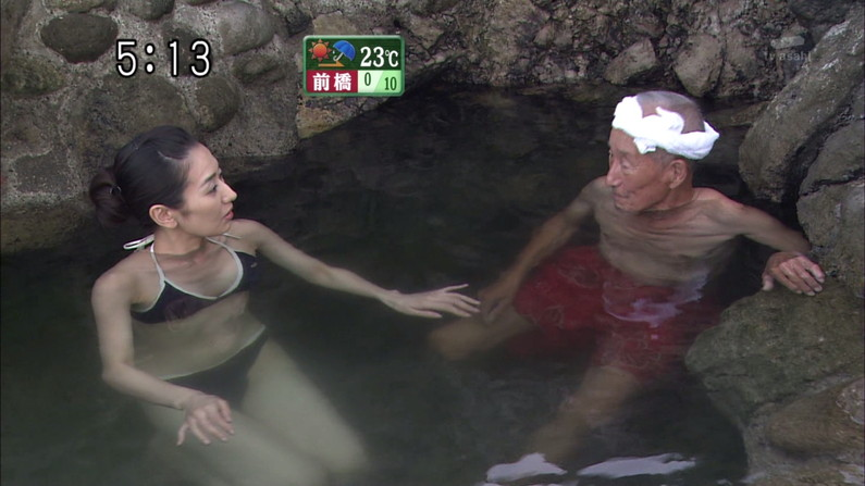 【放送事故画像】巨乳美女達がテレビの前で風呂に入る姿がエロすぎてたまらんww 20