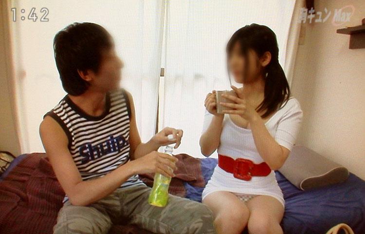 【放送事故画像】パンツが見えてることに誰からも言われず、そのまま放送されてしまった女達ww 09