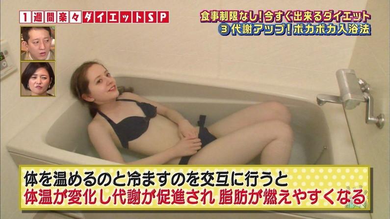 【放送事故画像】流石グラビアやモデルのオッパイはレベルが違うなw水着からこぼれそうだぞww 22