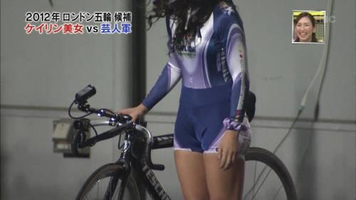 【放送事故画像】ムチムチ太股見てると段々ムラムラしてくるタレントの美脚!! 09