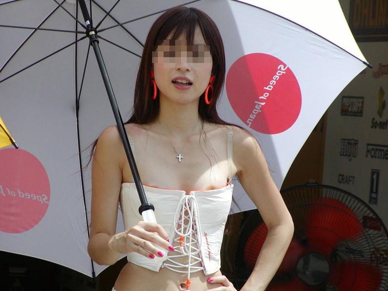 【素人ポロリ画像】こんなにノーブラの女っているんだなw乳首見たい放題じゃねぇかww