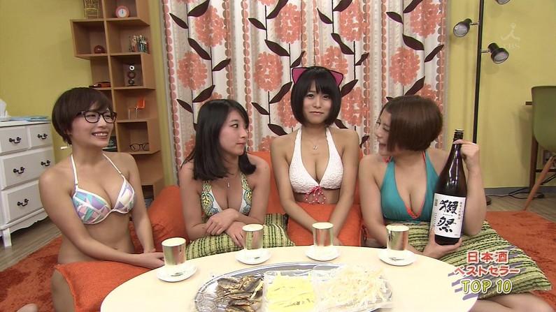 【放送事故画像】爆乳美女達が水着でそのオッパイをこれでもかと言うくらいに見せつけてるww 04