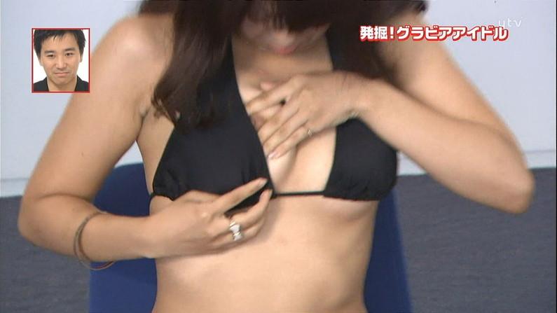 【放送事故画像】爆乳美女達が水着でそのオッパイをこれでもかと言うくらいに見せつけてるww 21