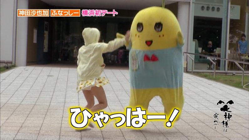 【放送事故画像】何と、テレビ見てたらパンツの柄まではっきり見えてたw水玉パンツ可愛いww 03