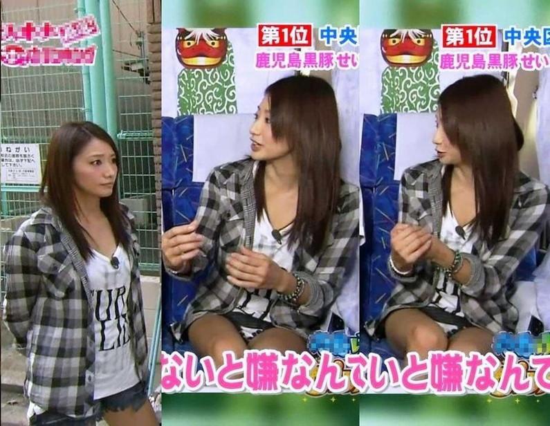 【放送事故画像】何と、テレビ見てたらパンツの柄まではっきり見えてたw水玉パンツ可愛いww 11