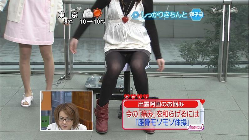 【放送事故画像】何と、テレビ見てたらパンツの柄まではっきり見えてたw水玉パンツ可愛いww 17