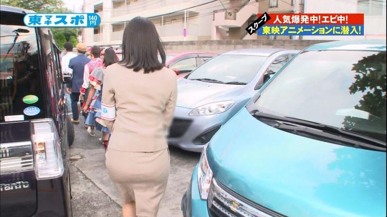 【放送事故画像】女子アナ達がぴったりしたズボン履きすぎてパン線浮きまくりwww 03