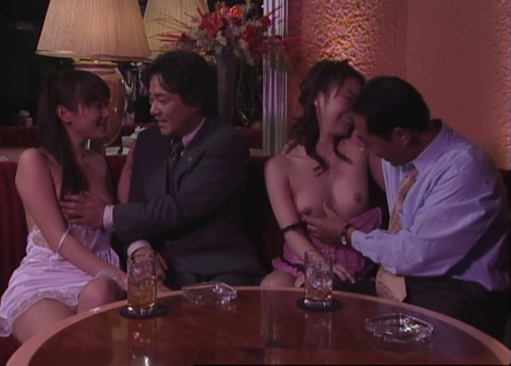 【放送事故画像】テレビで流すには過激すぎるでしょwこんな乳首まで映しちゃってもいいんですかww 11