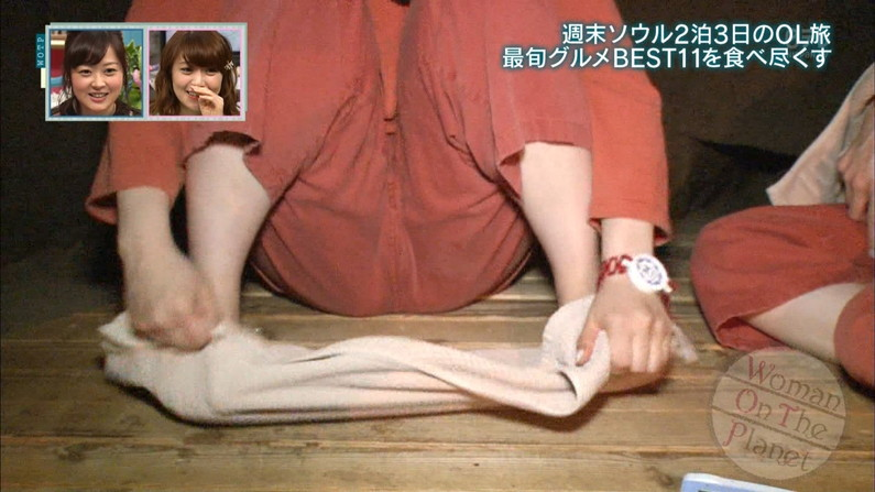 【放送事故画像】股間の真ん中に縦線一本!この割れ目に挿入したくてたまらんごww 08
