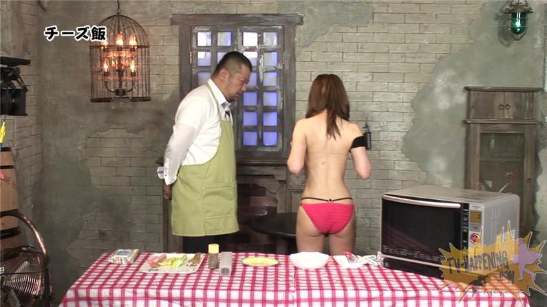 【お宝エロ画像】バコバコTVで手ぶらしながら料理してるけど、作業中完全にオッパイ丸出しww 05