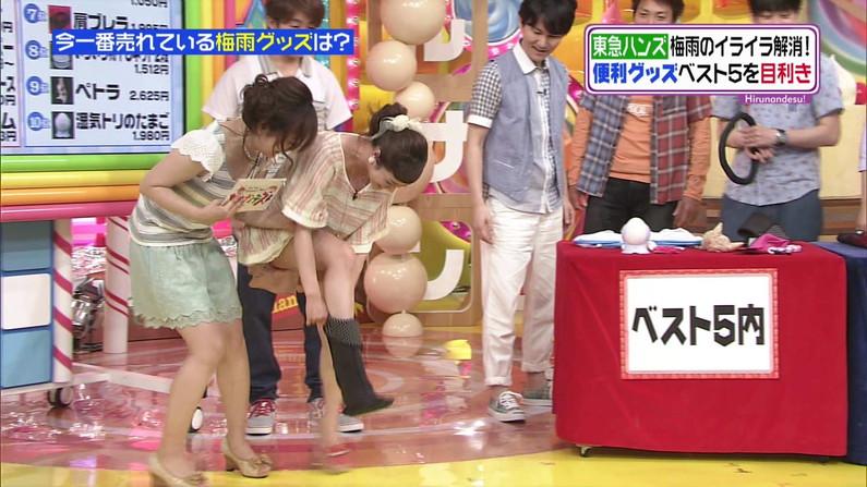 【放送事故画像】アイドルや女子アナの太ももが付け根の方まで見えてたまらんごwww 09
