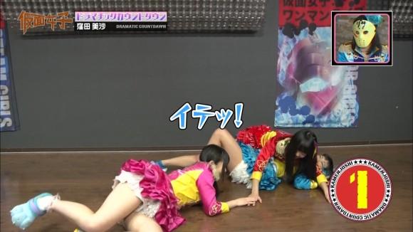 【放送事故画像】アイドルや女子アナの太ももが付け根の方まで見えてたまらんごwww 10