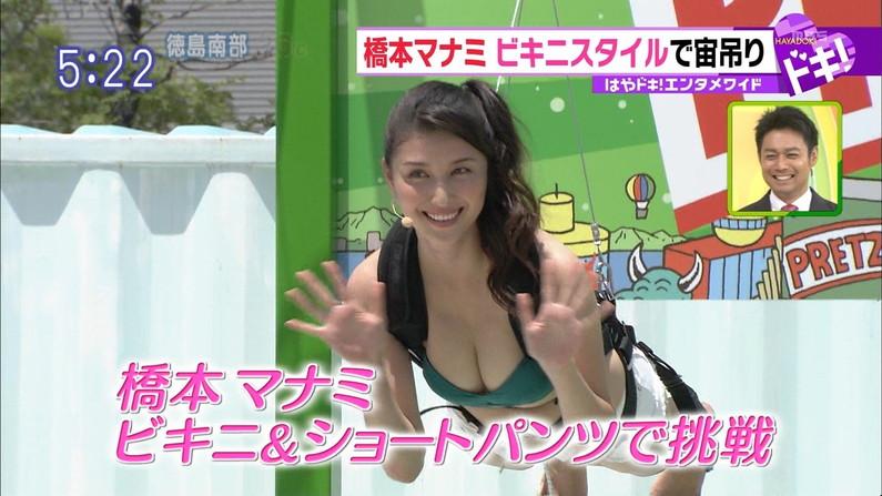 【放送事故画像】テレビに映る水着に収まりきってないオッパイからポロリを期待してなにが悪い?ww 22