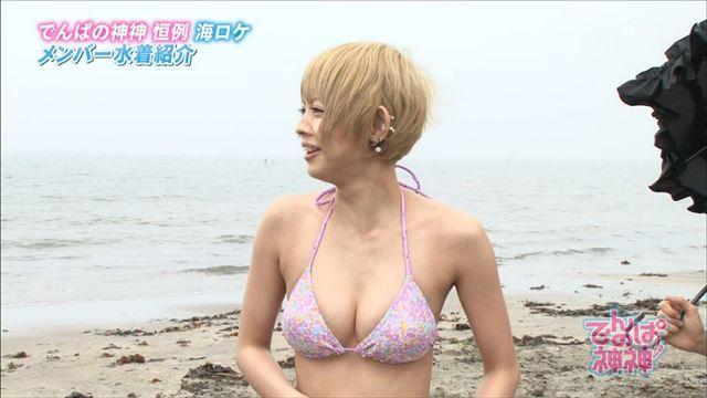 【放送事故画像】ビキニと言うポロリ危険度の高い水着でテレビに映る巨乳達www 07
