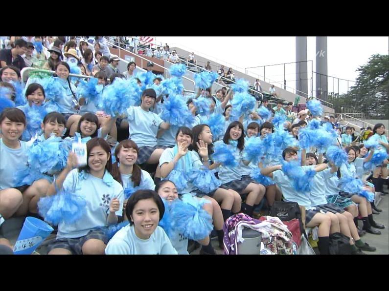 【放送事故画像】甲子園中継でパンチラまで映されてるとは知らず笑顔なJK達ww 07