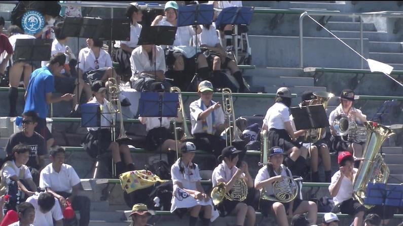 【放送事故画像】甲子園中継でパンチラまで映されてるとは知らず笑顔なJK達ww 08