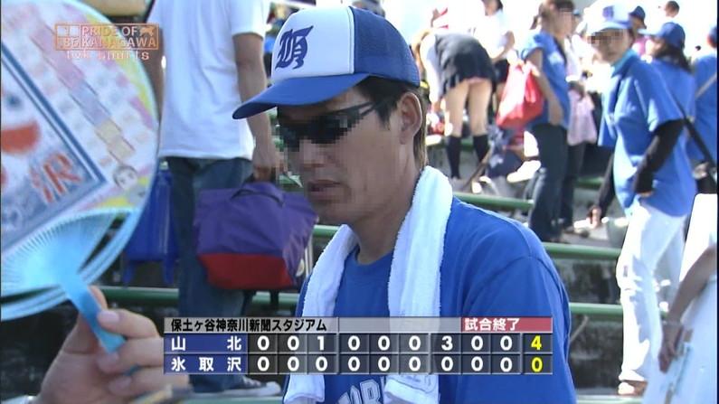 【放送事故画像】甲子園中継でパンチラまで映されてるとは知らず笑顔なJK達ww 10