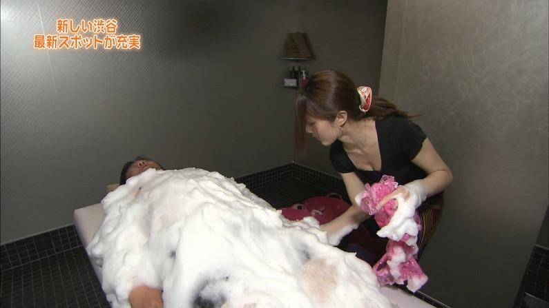 【放送事故画像】テレビに映る巨乳ちゃん達が前屈みになった結果www 13