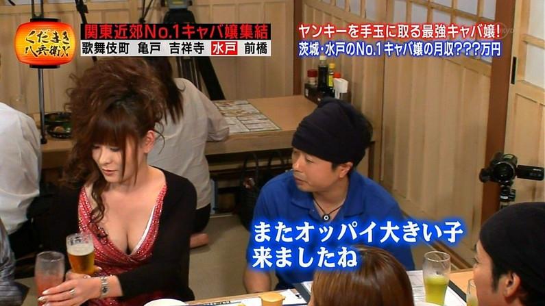 【放送事故画像】テレビに映る巨乳ちゃん達が前屈みになった結果www 16